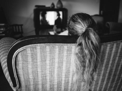 girl-numb-sad-watching-tv-inactive-hair